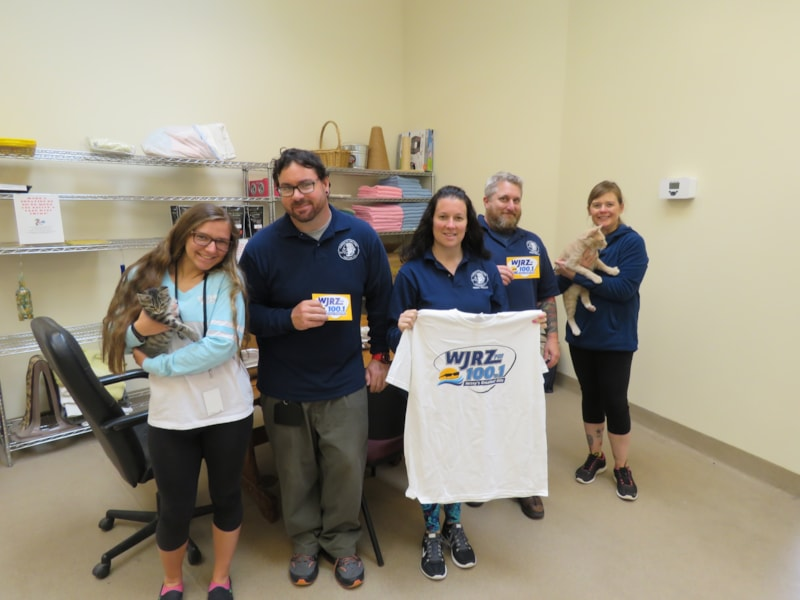 Jaime Hawks, staff and kitties from Toms River Township Animal Shelter enjoy FREE Lunch from Bum Rogers Crabhouse