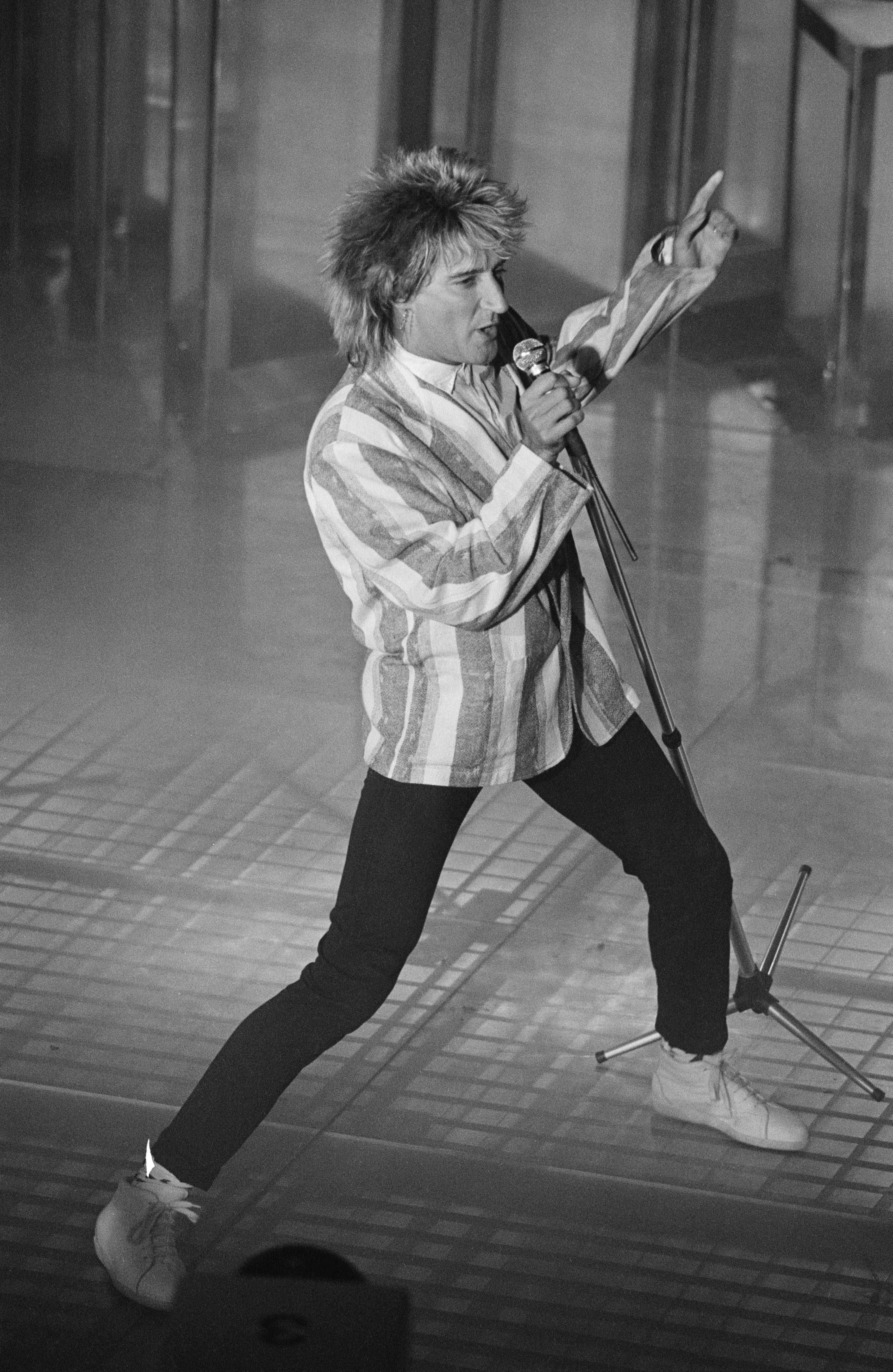 British singer, songwriter and musician Rod Stewart in concert, 15th May 1984. (Photo by P. Shirley/Express/Getty Images)