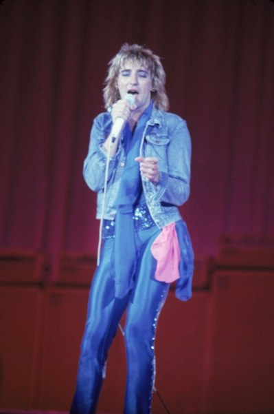 British singer Rod Stewart performs in tight blue satin pants and blue eyeshadow, circa 1978. (Photo by Hulton Archive/Getty Images)